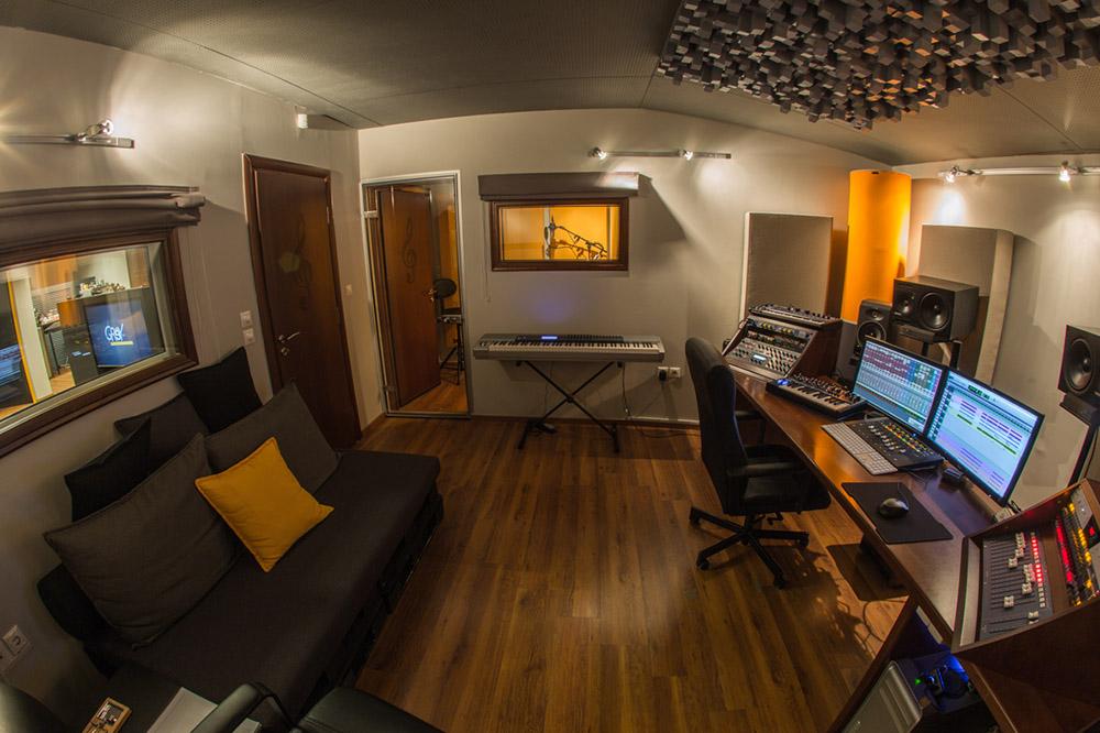 3 Υπερσύγχρονα & άρτια εξοπλισμένα στούντιο